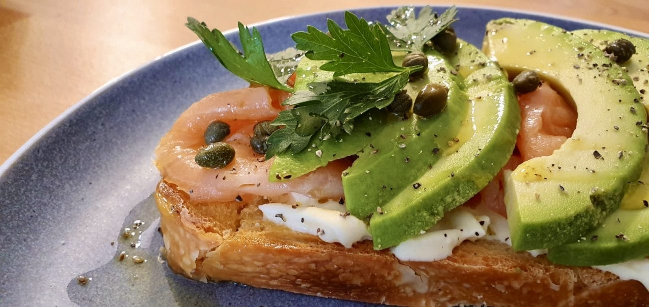 Bruschetta Stracciatella, avocado, smoked salmon