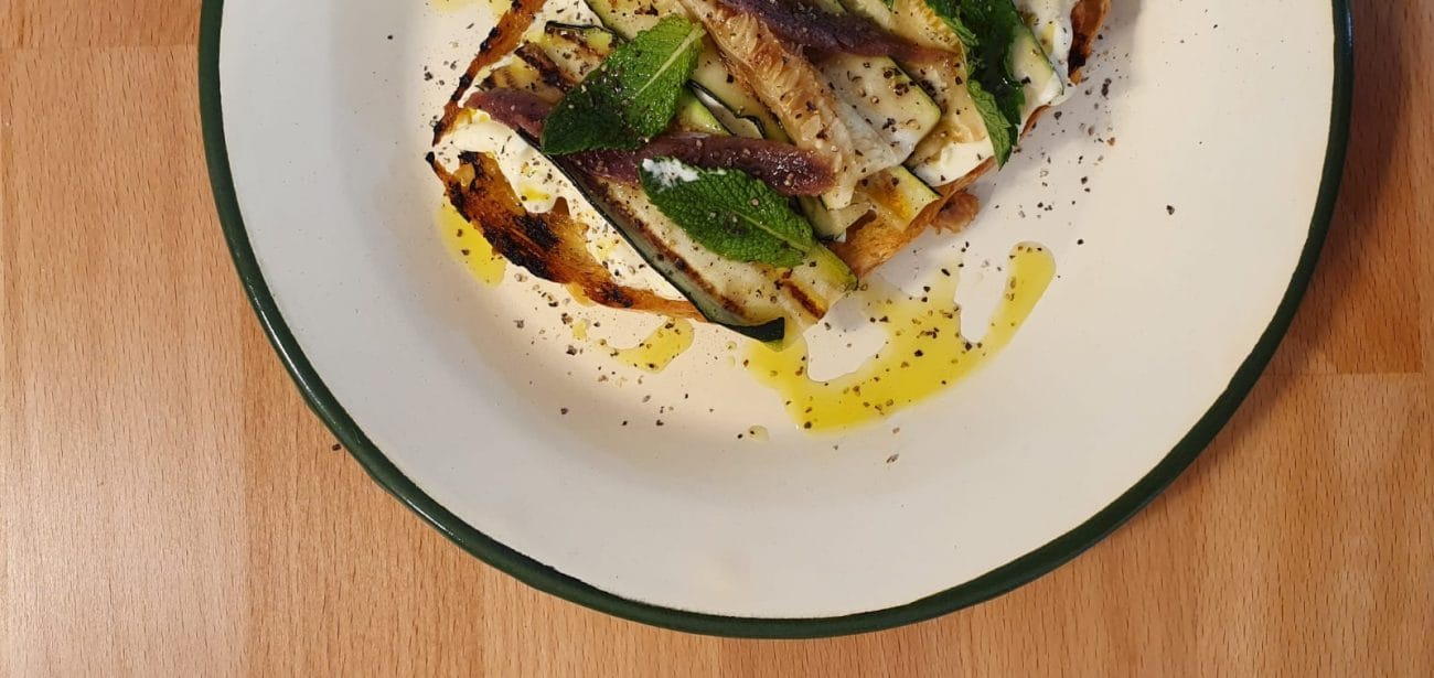 Bruschetta Anchovies, leaves mint, zucchini and stracciatella