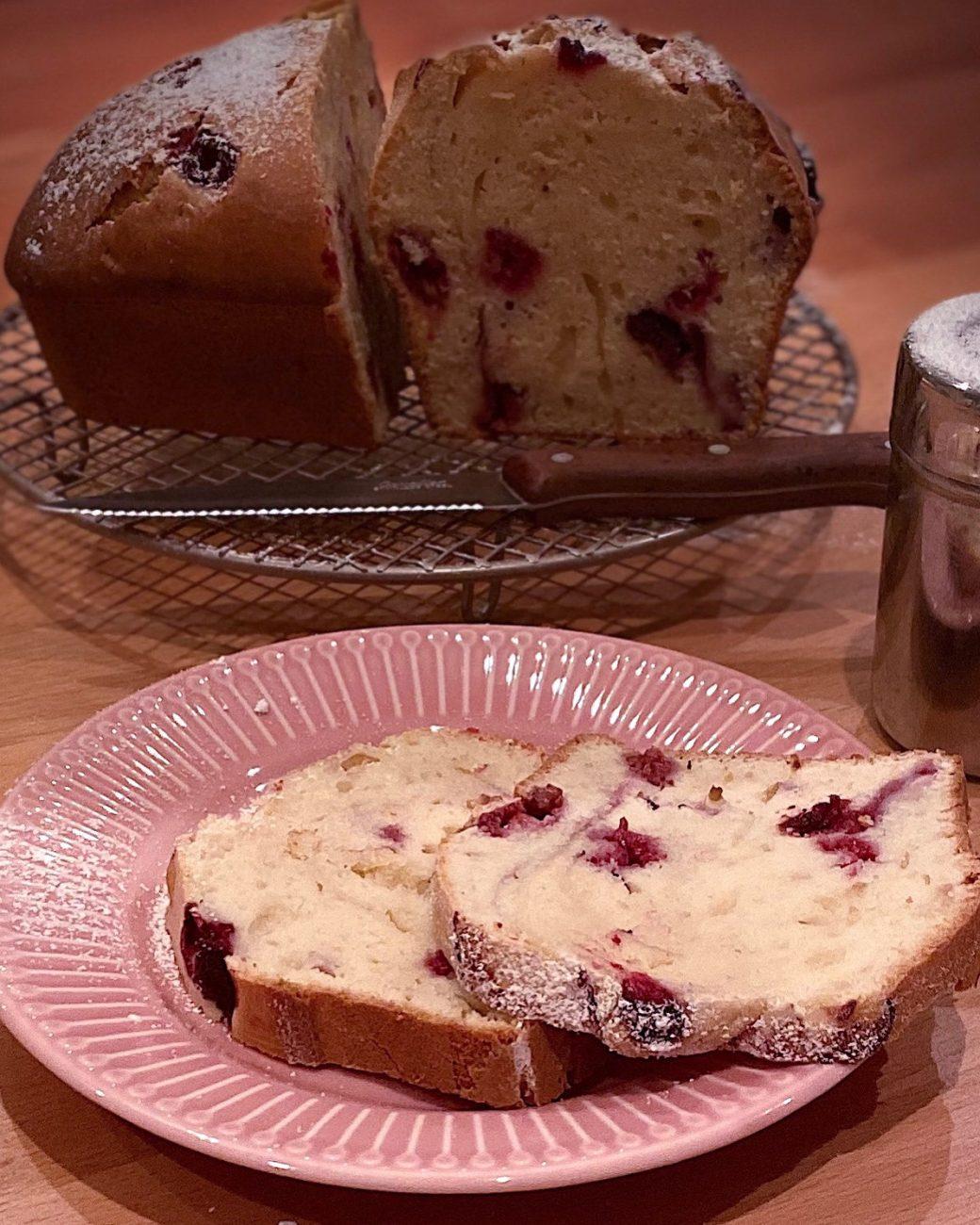 Raspberries Plum Cake