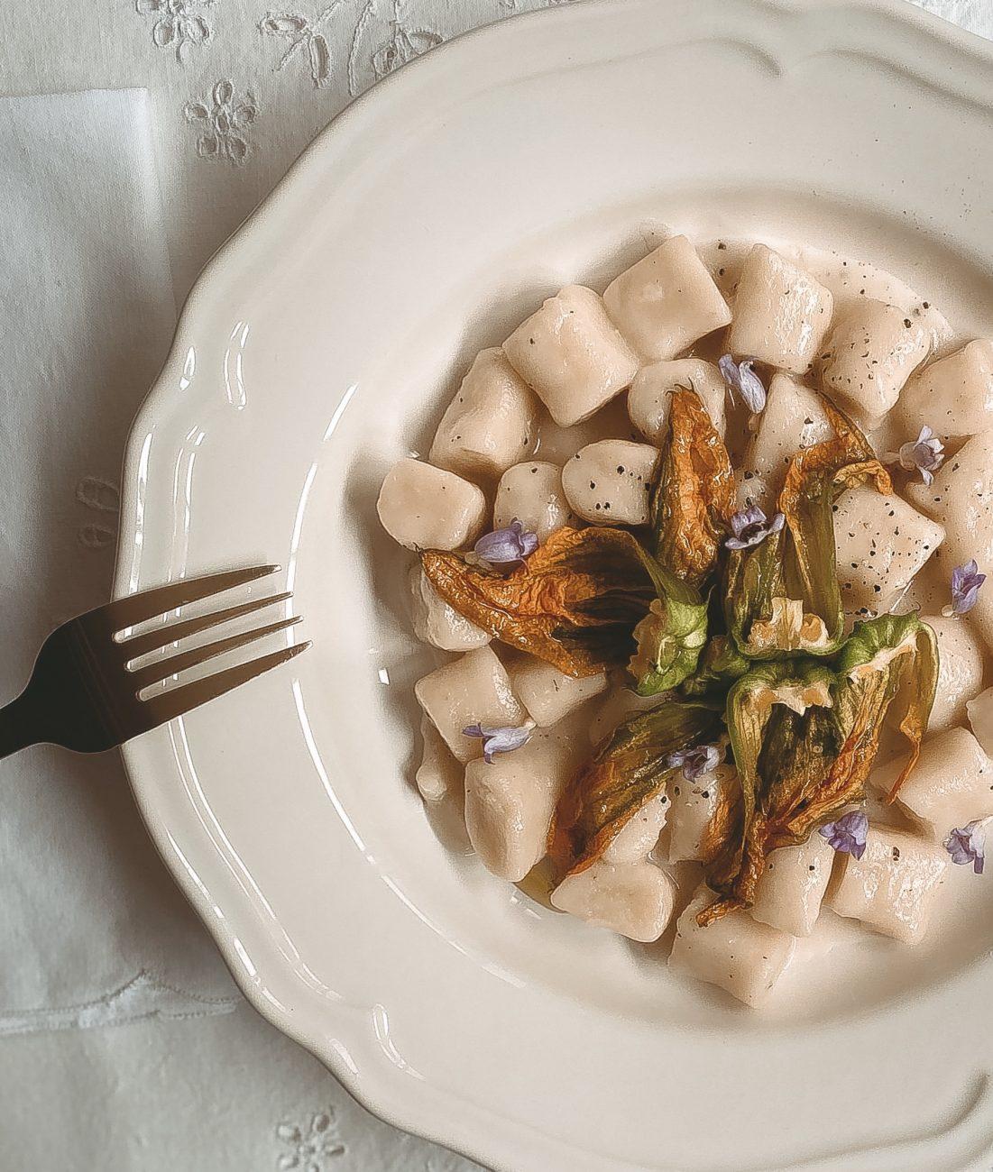 Cacio e pepe with zucchini flowers