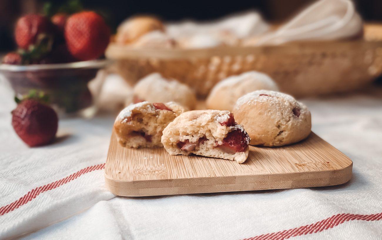 Soft strawberries biscuits